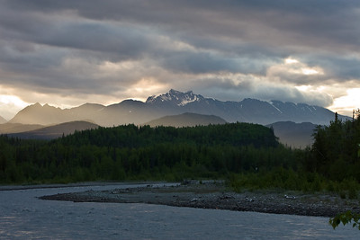 Early morning on the Glenn Highway north of Palmer