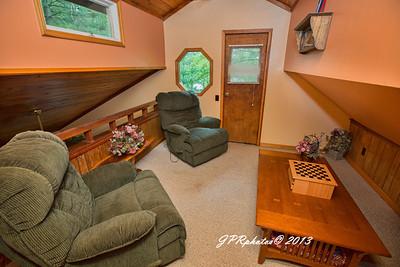 2nd floor loft area opposite 2nd bedroom