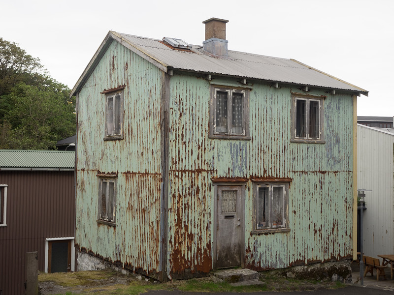 While most of the houses in the old part of Tórshavn seemed well-maintained, this one clearly needs a bit of TLC.