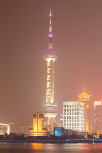 The Bund (外滩)/Oriental Pearl TV Tower (东方明珠塔) - Shanghai, China (上海,中国)