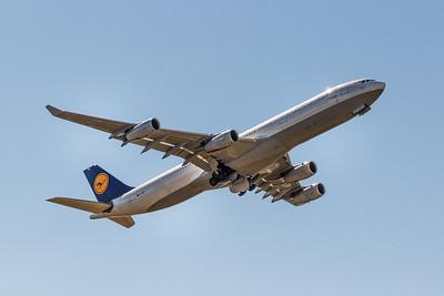 Lufthansa A340-313X