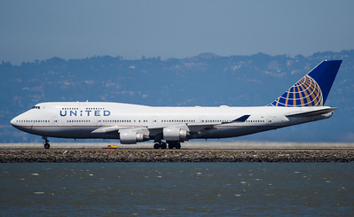 United 747 at SFO