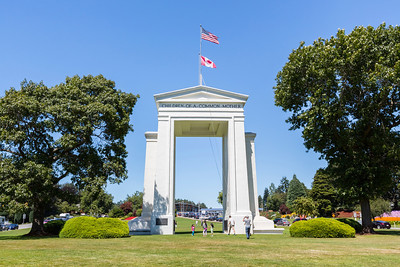 Peace Arch Park. Peach Arch Border Crossing