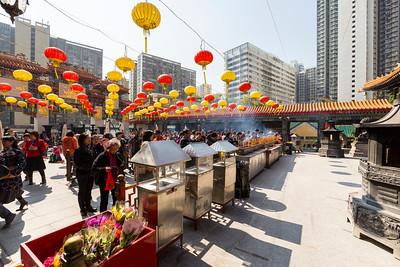 Worshipers. Wong Tai Sin Temple (黄大仙祠) - Hong Kong, China S.A.R. (香港特区)