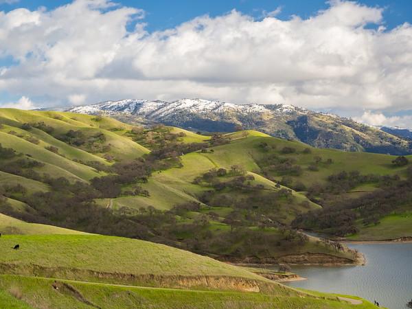 Rare SF Bay Area Snow. Lake Del Valle. East Shore Trail. Del Valle Regional Park - Livermore, CA, USA