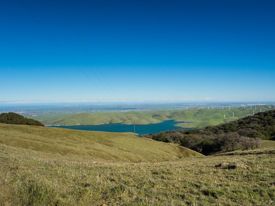 Los Vaqueros Reservoir, Discovery Bay (left), Clifton Court Forebay (slightly left from center), Tracy (right). Whipsnake Loop Trail. Los Vaqueros Watershed - Contra Costa County, CA, USA