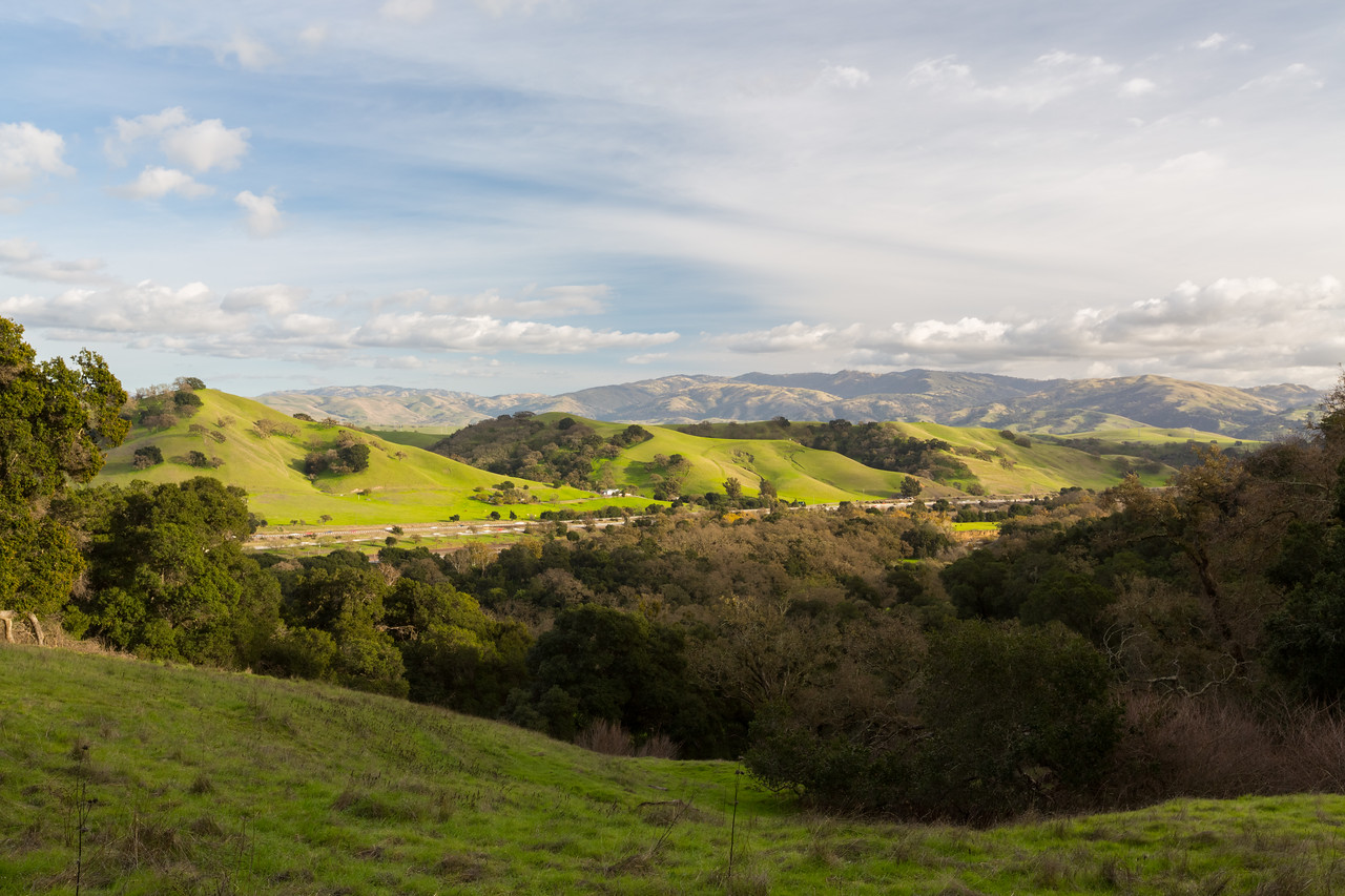 Interstate 680. Oak Tree Trail - Pleasanton Ridge Regional Park - Sunol, CA, USA