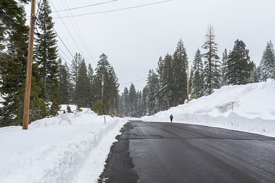 Snowstorm. Snowpeak Way - Truckee, CA, USA