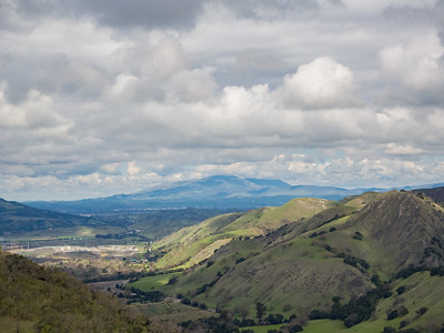 In the distance: Interstate 680 (left), Tri-Valley, and Mt. Diablo.  Ohlone Wilderness Trail. Ohlone Regional Wilderness. Alameda County, CA, USA