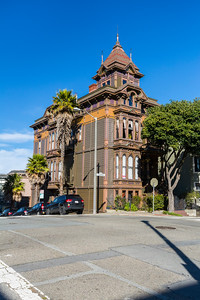 Intersection of Scott Street & Fulton Street. Alamo Square - San Francisco, CA, USA