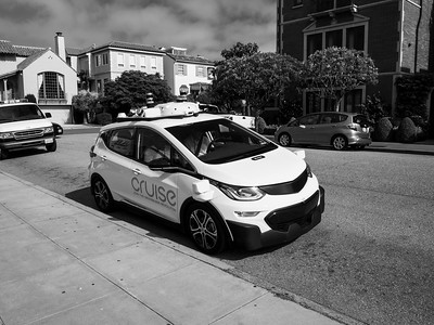 Cruise Self Driving Car. Bay Street near intersection with Baker Street. Palace of Fine Arts. San Francisco, CA, USA