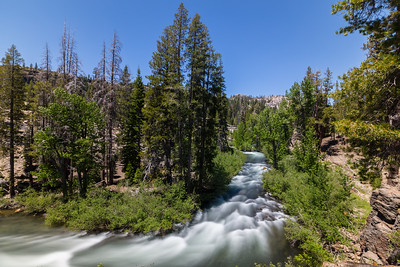 Middle Fork San Joaquin River. Hiking between Devils Postpile & Rainbow Falls Viewpoint. Devils Postpile National Monument, CA, USA