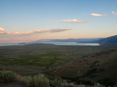 Sunset. Mono Lake & US 395. Mono Lake Vista Point. Lee Vining, CA, USA
