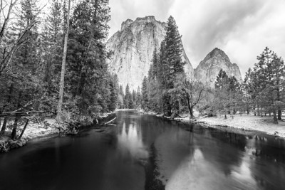 Cathedral Rocks and the Merced River. El Capitan Drive - Yosemite National Park
