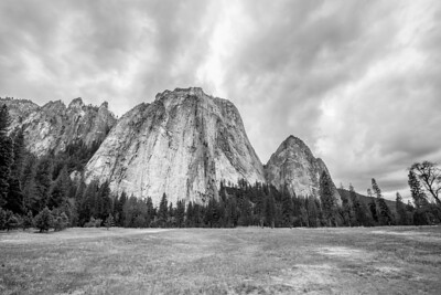 Cathedral Rocks. El Capitan Drive - Yosemite National Park
