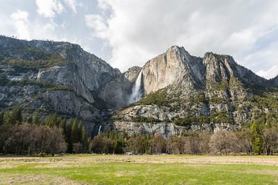 Yosemite Falls. Cook's Meadow - Yosemite National Park