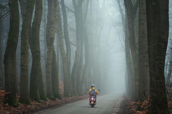 Met sensorstabilisatie en een snelle lens kun je zelfs in de mist op ISO 100 uit de hand schieten.