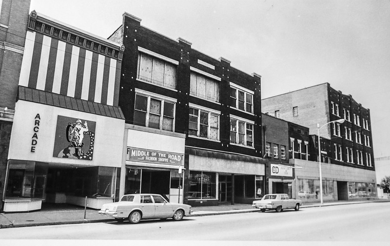 Messenger-Inquirer Photo <br /> Photo by Mark Mahoney - June 23, 1982 - Second Street buildings