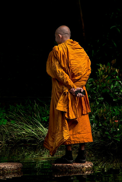4423 Monk-With-Smart-phone-_v1