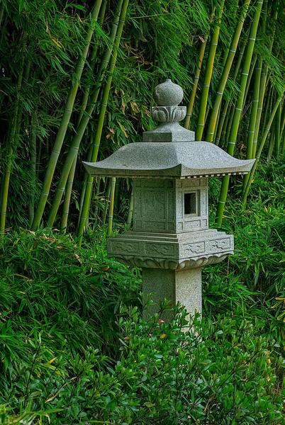 4410 Stone-Lantern-Illuminates-The-Gardens-_v1