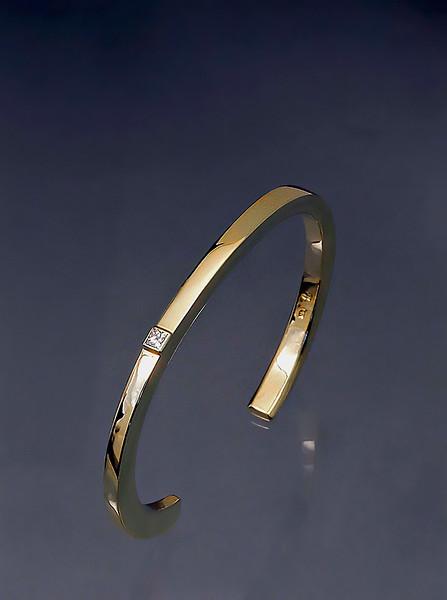 bracelet 14kt yellow gold forged  15 pt diamond