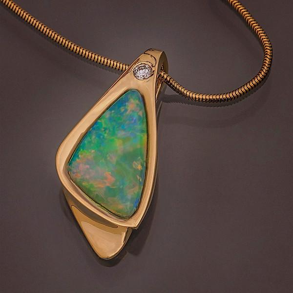 Pendant,Crystal-Opal-18kt yellow-Gold, 10pt -diamond-_v2_v1 copy