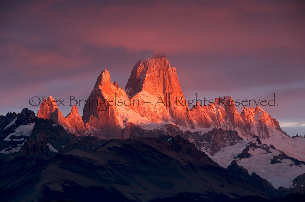 Cerro Fitzroy at sunrise, Los Glaciares National Park, Argentina