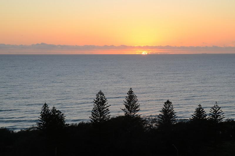 Main Beach sunrise, Queensland. +0.7 EV.