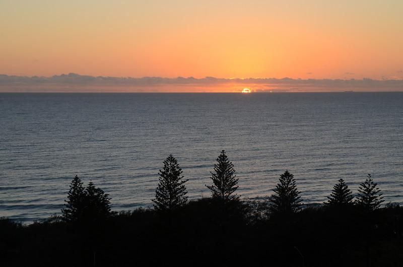 Main Beach sunrise, Queensland.  0 EV.
