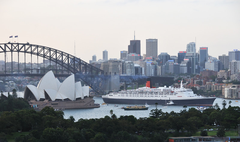 Cunard QE2 Farewells Sydney. 25th Feb 2008. <br /> QE2's final visit to Sydney is her 29th call to the city, since she was launched in1967 by Queen Elizabeth II.
