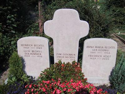 3-teiliges Kalksteingrabmal