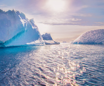 """Icebergs, icecycles and """"sun sparkles"""" - Antartica"""