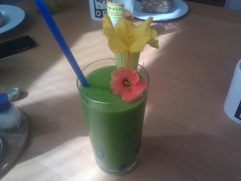 green shake with siberian kale, nectarine, banana, and lemon