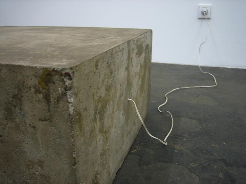 bruce nauman\'s concrete tape recorder piece