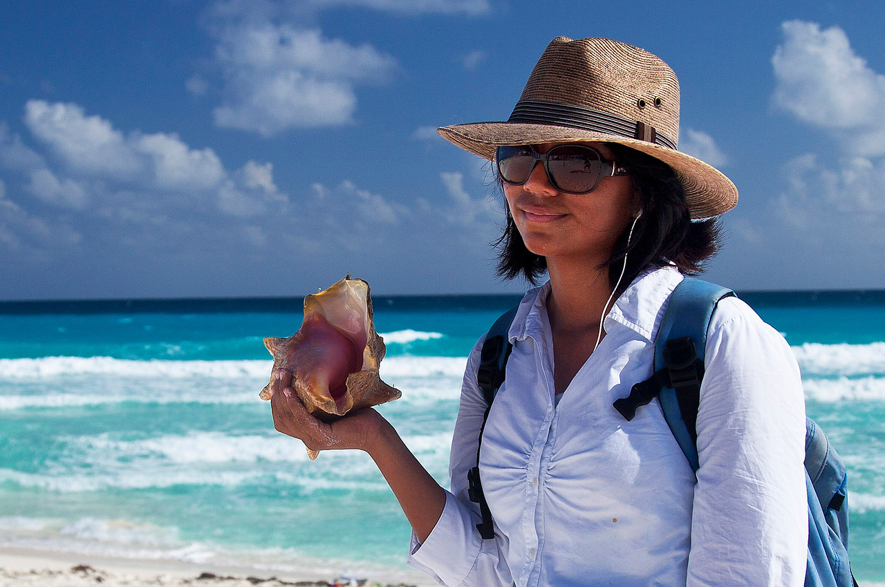 Selling Conch Shells, Cancun
