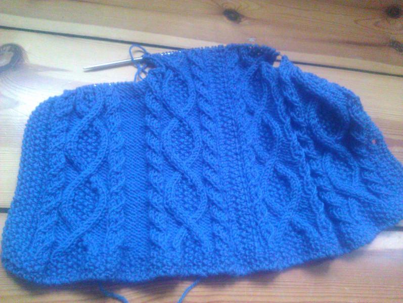 knitting trellis in blue