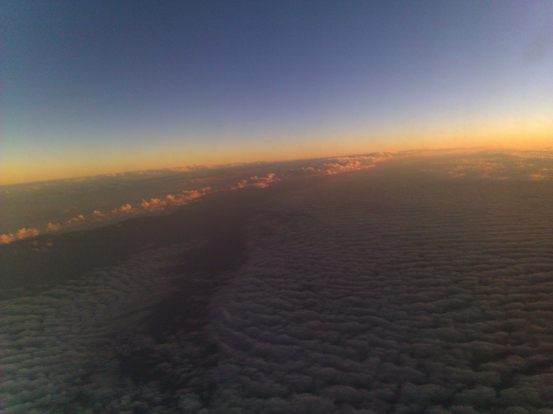perpetual sunset flying to hawaii