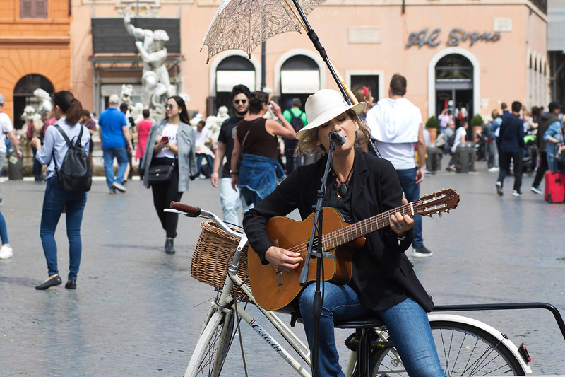 Beautiful Song in Piazza Navona