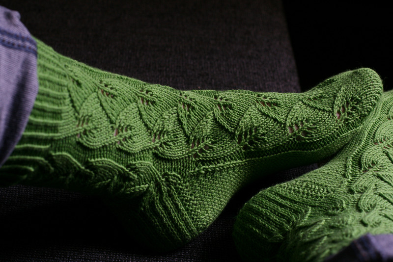 she knit socks for me! thanks deknit!