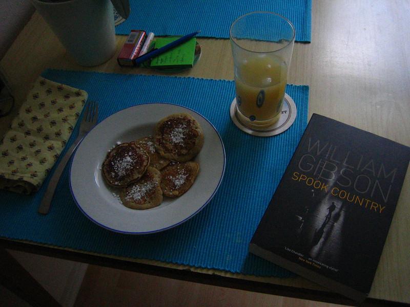 sunday morning: oatmeal pancakes, pear juice and sci-fi