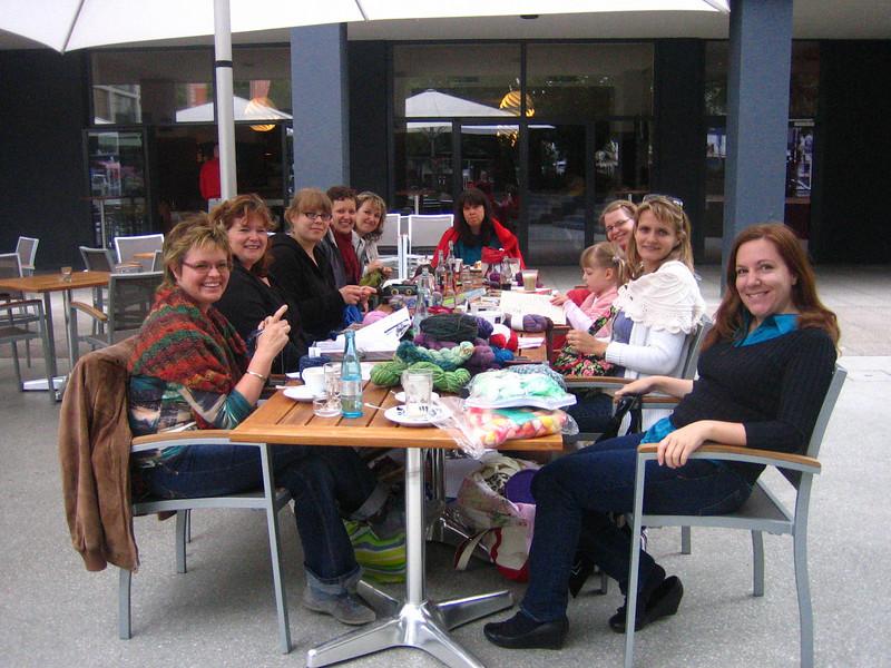 wwkip day: world wide knit in public day, berlin knitting crew!