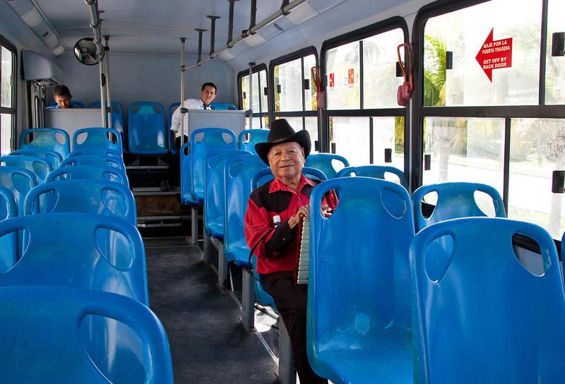 Commuters, Cancun