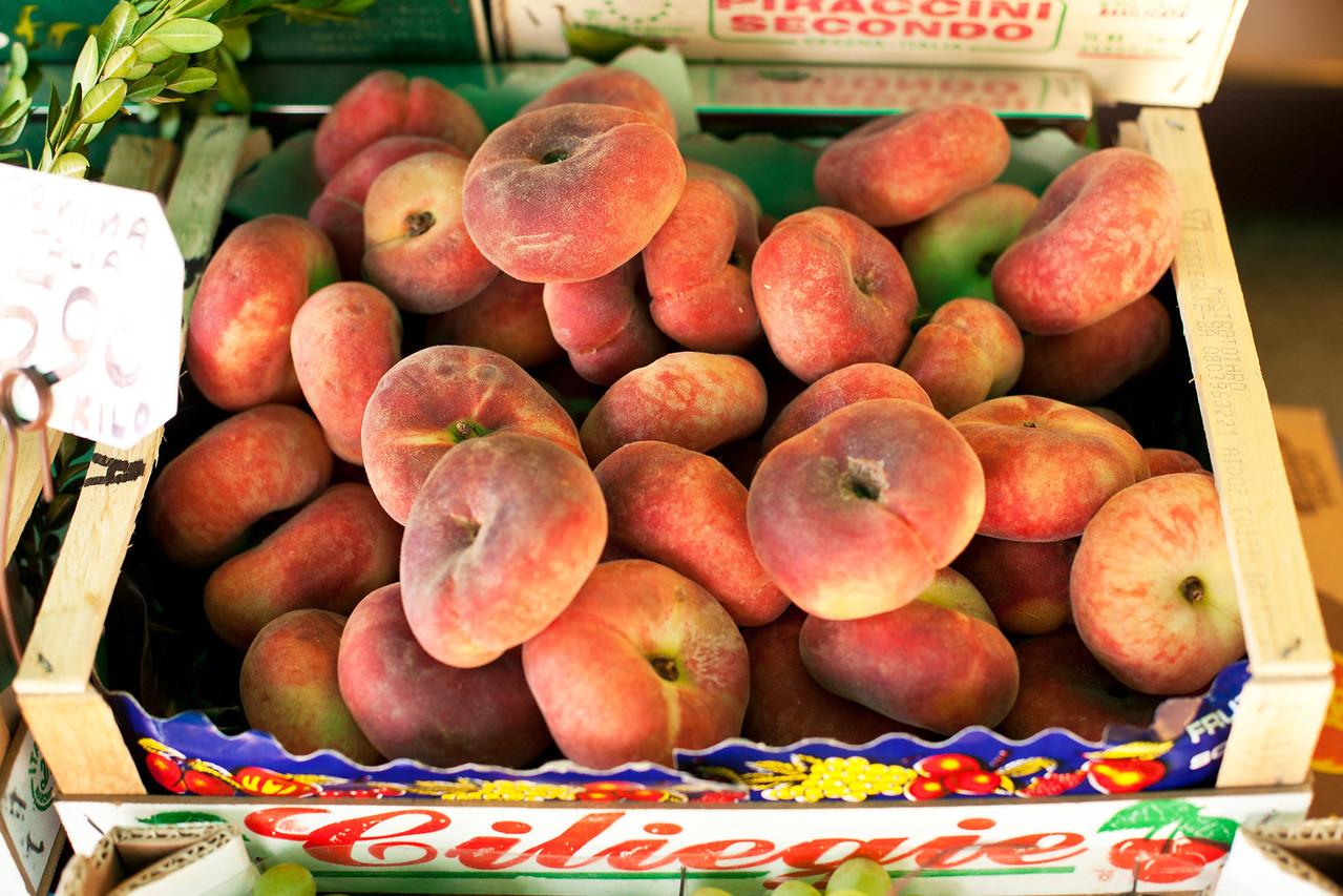 Donut Peaches, Milan