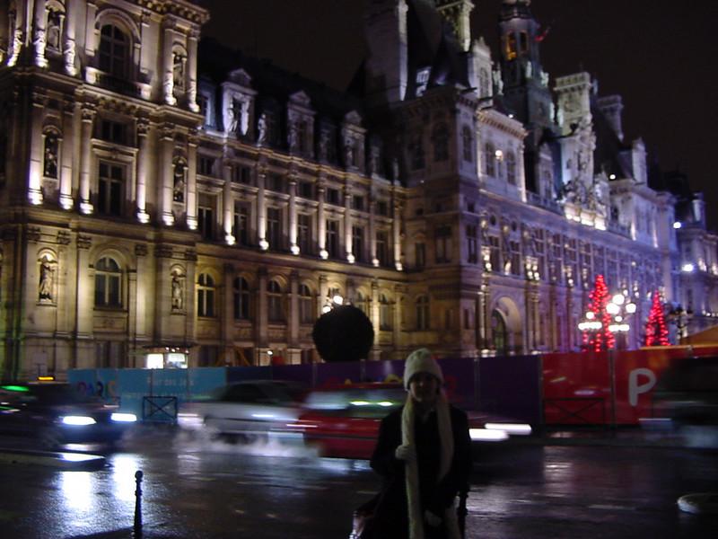 hotel de ville lit up for the holidays