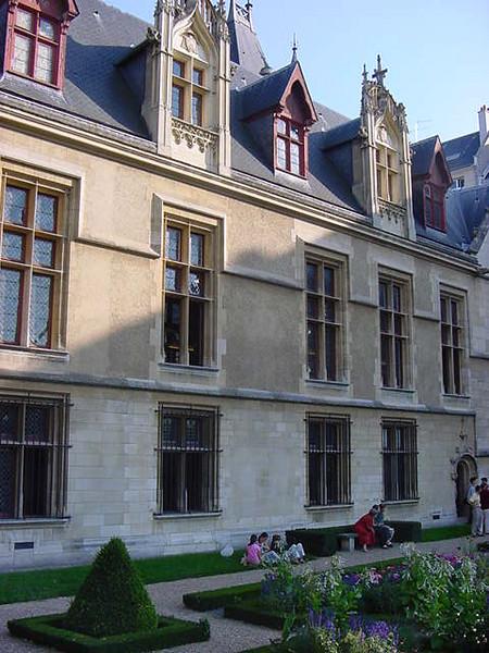 gardens behind L\'Hotel de Sens