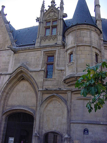 entry on rue du figuier