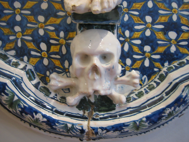 another skull in moustiers