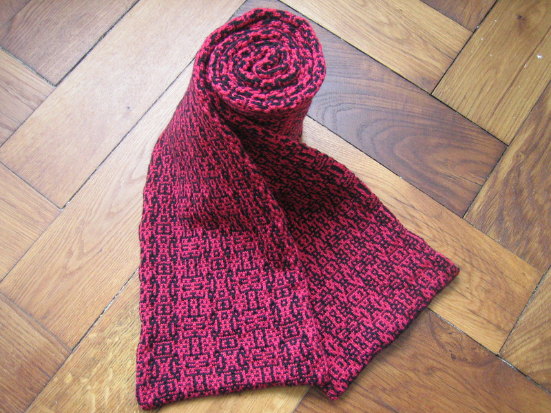algo morphing scarf rolled up