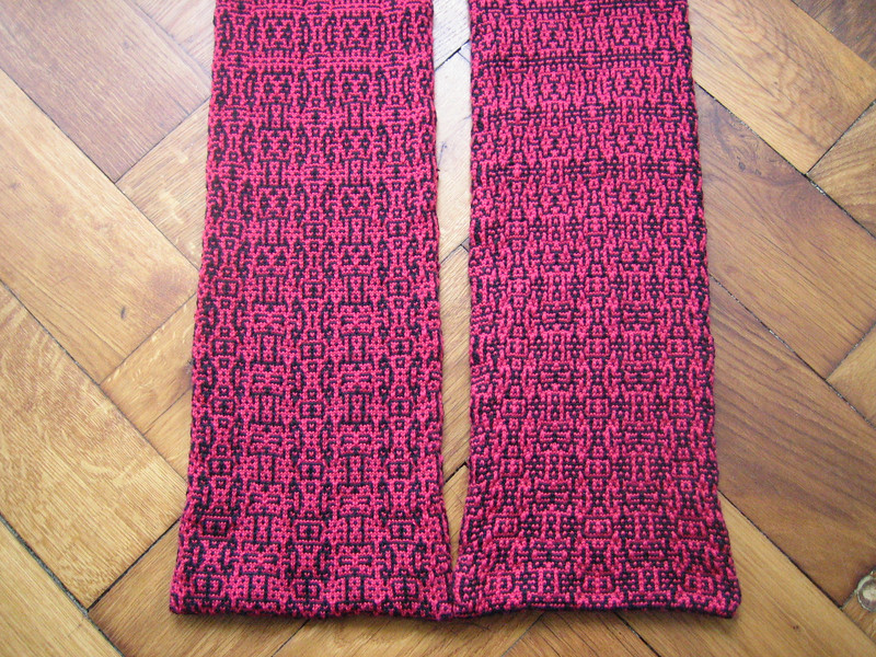 algorithmic morphing scarf