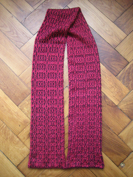 full view of algorithmic morphing scarf